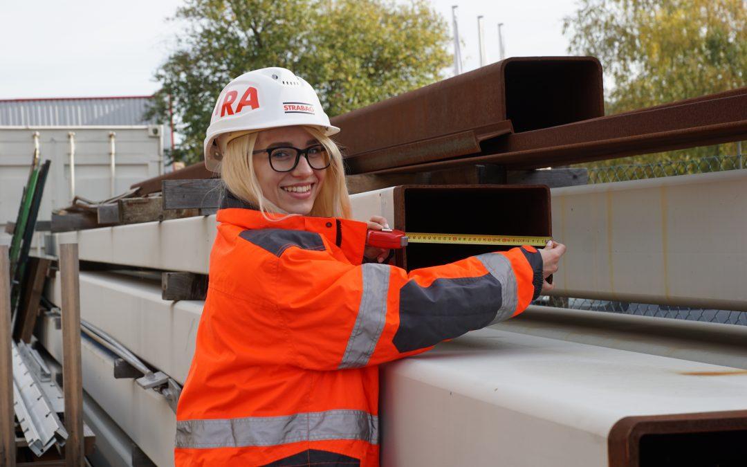 Eine junge, kompetente Konstrukteurin bei der STRABAG AG